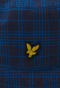 Lyle & Scott - REVERSABLE CHECK BUCKET HAT UNISEX - Hat - navy/ocean blue - 3