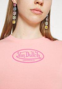 Von Dutch - ARI - Print T-shirt - peach - 7