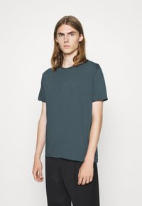 Filippa K - Basic T-shirt - charcoal blue - 0