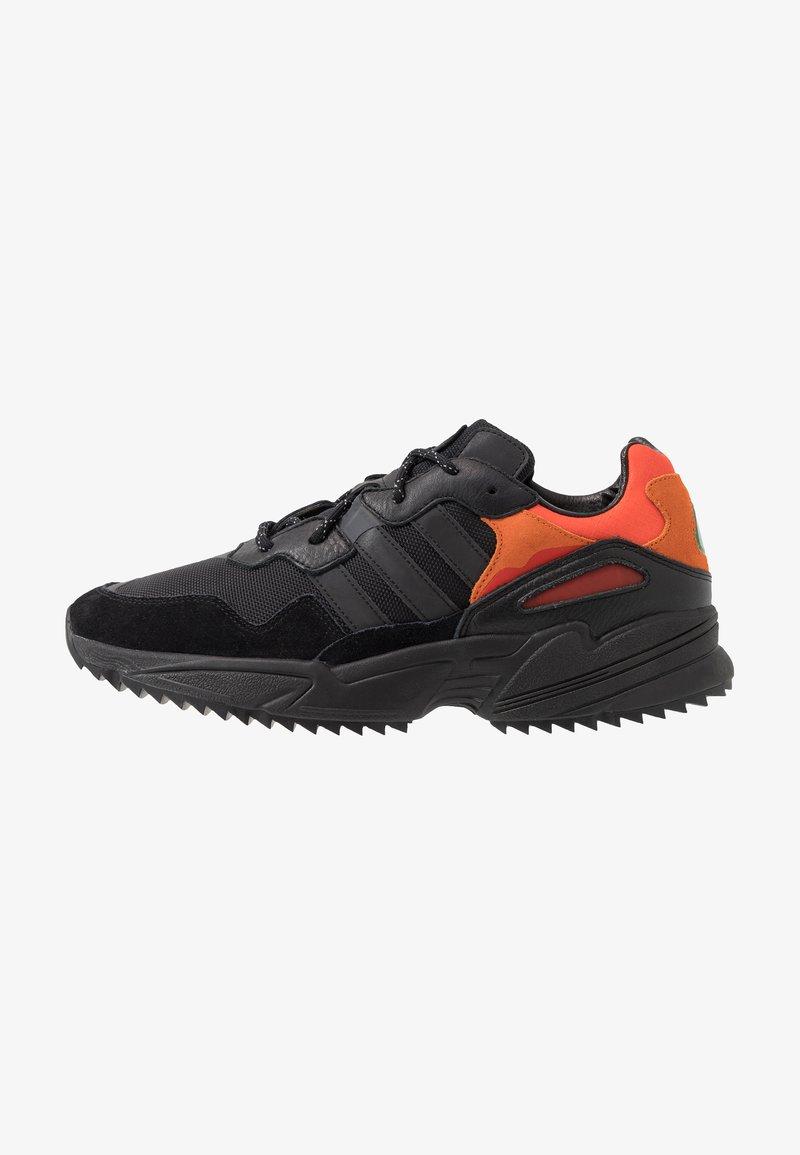 adidas Originals - YUNG-96 TRAIL - Sneakers - core black/trace grey metallic/flash orange