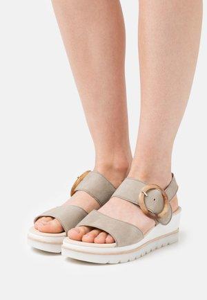 Platform sandals - schilf