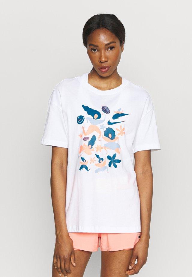 DAY TEE - T-shirt z nadrukiem - white
