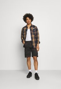 Carhartt WIP - AVIATION COLUMBIA - Shortsit - khaki - 1
