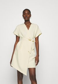 Closet - CLOSET KIMONO DRESS - Kjole - lemon - 0