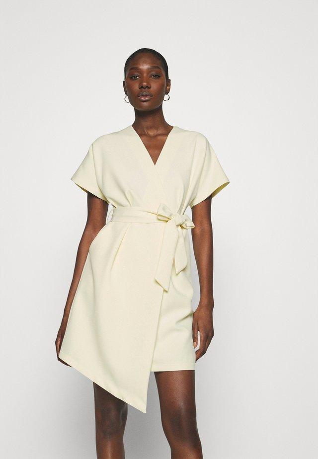 CLOSET KIMONO DRESS - Kjole - lemon