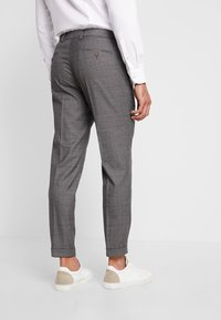 Isaac Dewhirst - STAND ALONE CHECK - Suit trousers - grey - 2