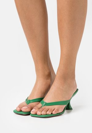 NEEVA TOE THONG - T-bar sandals - green