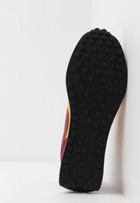 Nike Sportswear - AIR TAILWIND 79 - Trainers - university gold/team red/white/black/team orange - 5