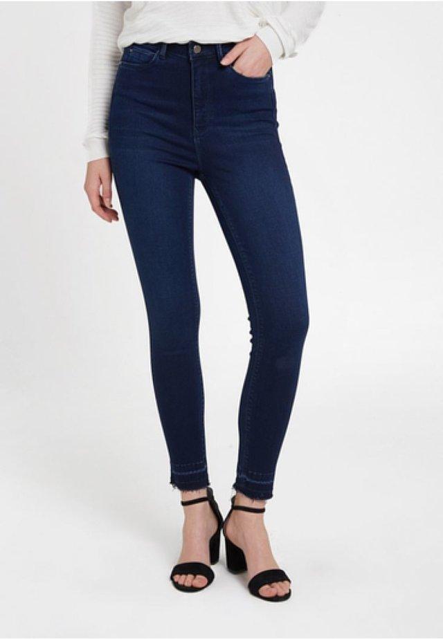 MIT HOHER TAILLENFORM - Jeans Skinny Fit - blue
