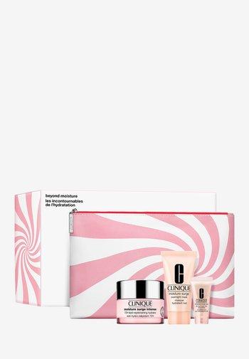MOISTURE SURGE INTENSE VALUE SET - Skincare set - -