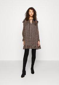 maje - RINETTE - Denní šaty - noir - 0