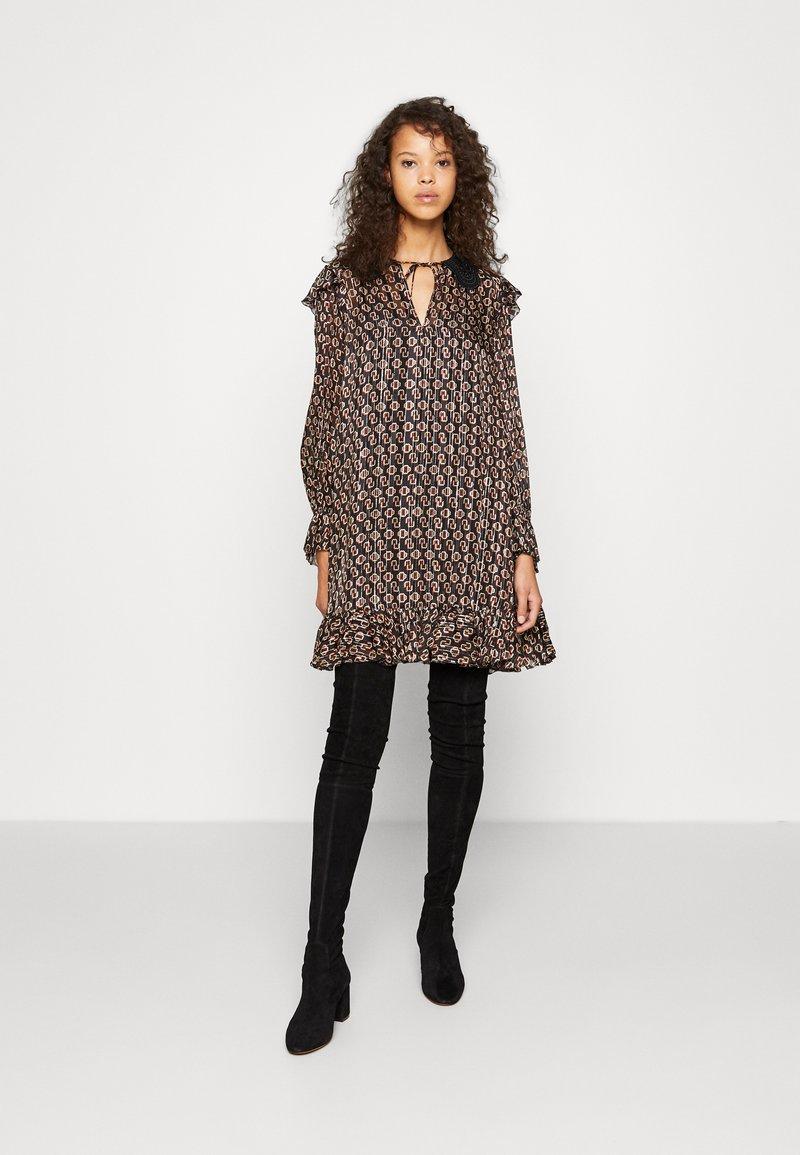 maje - RINETTE - Denní šaty - noir