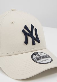 New Era - LEAGUE ESSENTIAL 9FORTY - Casquette - off-white - 2