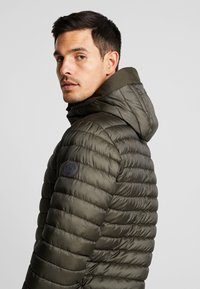 Marc O'Polo - REGULAR FIT LONG SLEEVE HOOD - Light jacket - grape leaf - 4