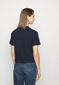 Tommy Jeans - STAR AMERICANA FLAG TEE - T-shirt imprimé - twilight navy