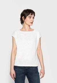 Opus - SEYMONA - Print T-shirt - milk - 0