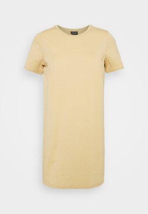 PCFUN TEE DRESS - Žerzejové šaty - warm sand