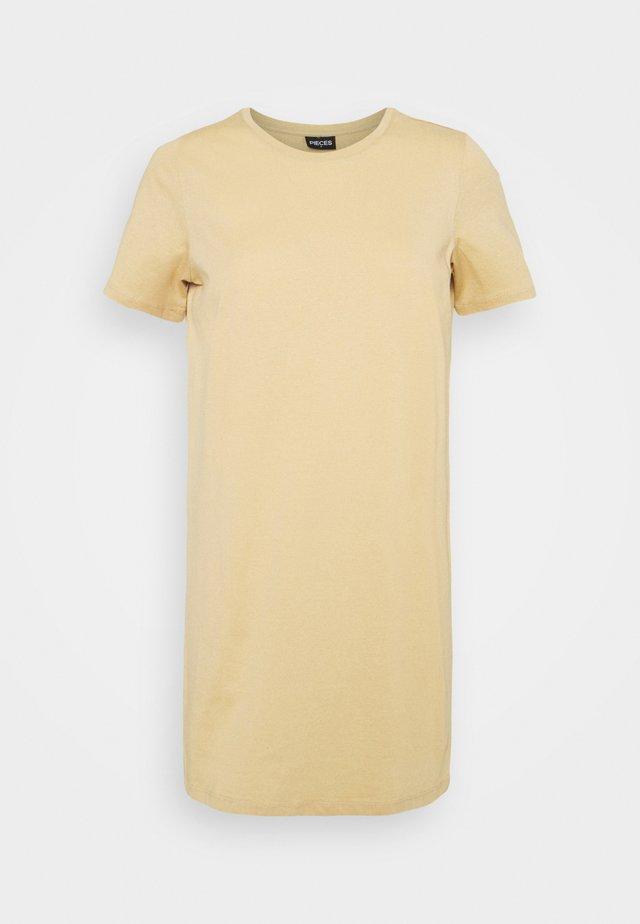 PCFUN TEE DRESS - Sukienka z dżerseju - warm sand