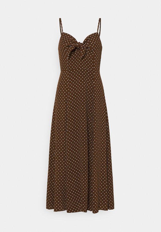 CLEMENTINE TIE FRONT MIDI DRESS - Sukienka letnia - chestnut