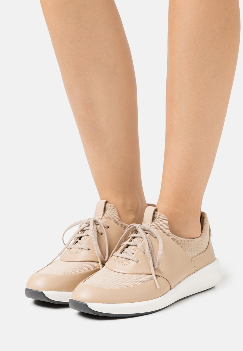 Clarks Unstructured - UN RIO LACE - Trainers - taupe
