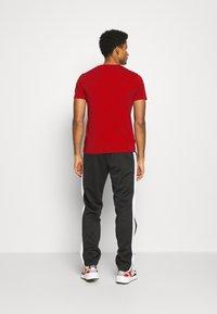Champion - LEGACY CREWNECK - T-shirt imprimé - dark red - 2