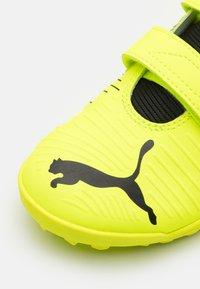Puma - FUTURE Z 4.1 TT V JR UNISEX - Astro turf trainers - yellow alert/black/white - 5