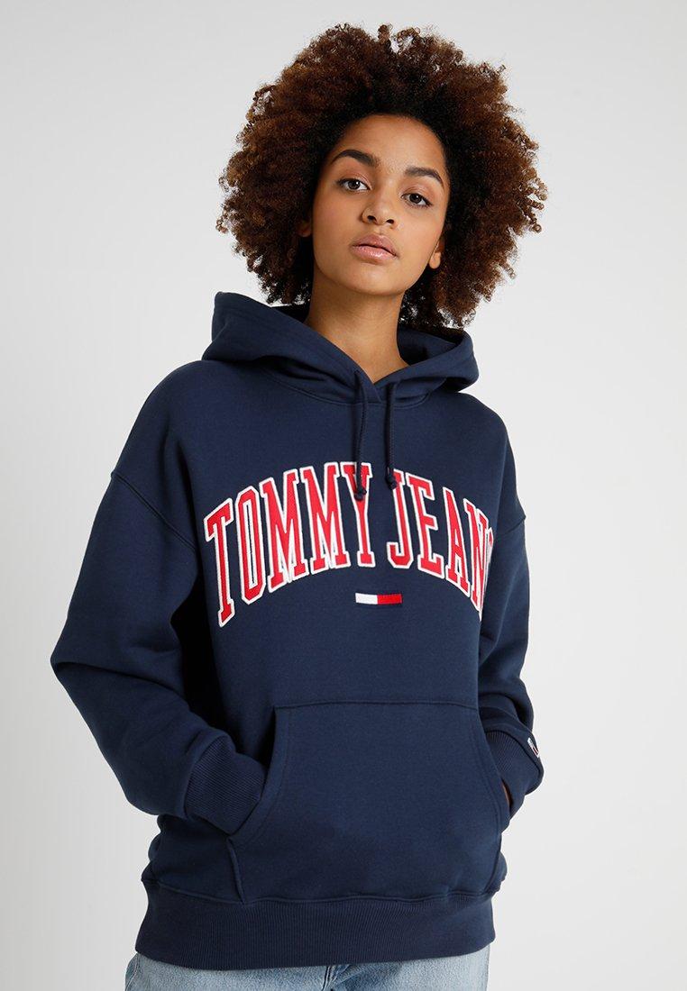 Tommy Jeans - CLASSICS LOGO HOODIE - Mikina skapucí - navy
