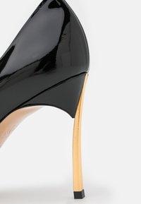 Casadei - Classic heels - or/nero - 6