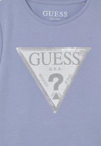 Guess - TODDLER  - T-shirt z nadrukiem - confidential blue - 2