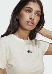 adidas Originals - R.Y.V. CROP TOP - T-shirt basic - white - 4