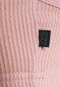 Cotton On Body - WORKOUT YOGA CROP - Brassières de sport à maintien léger - almond pink - 3