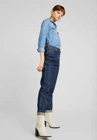 Lee - TAILORED MOM - Straight leg jeans - dark worn - 1