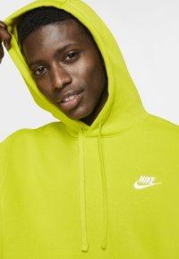 Nike Sportswear - CLUB HOODIE - Luvtröja - bright cactus/bright cactus/white - 3