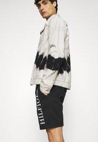 Tommy Hilfiger - Shorts - black - 3