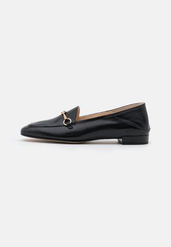 CLOSE - Slippers - schwarz