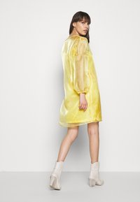 HOSBJERG - ROCKET DRESS - Day dress - yellow