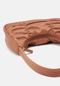Monki - TANYA BAG - Handbag - beige dark - 3