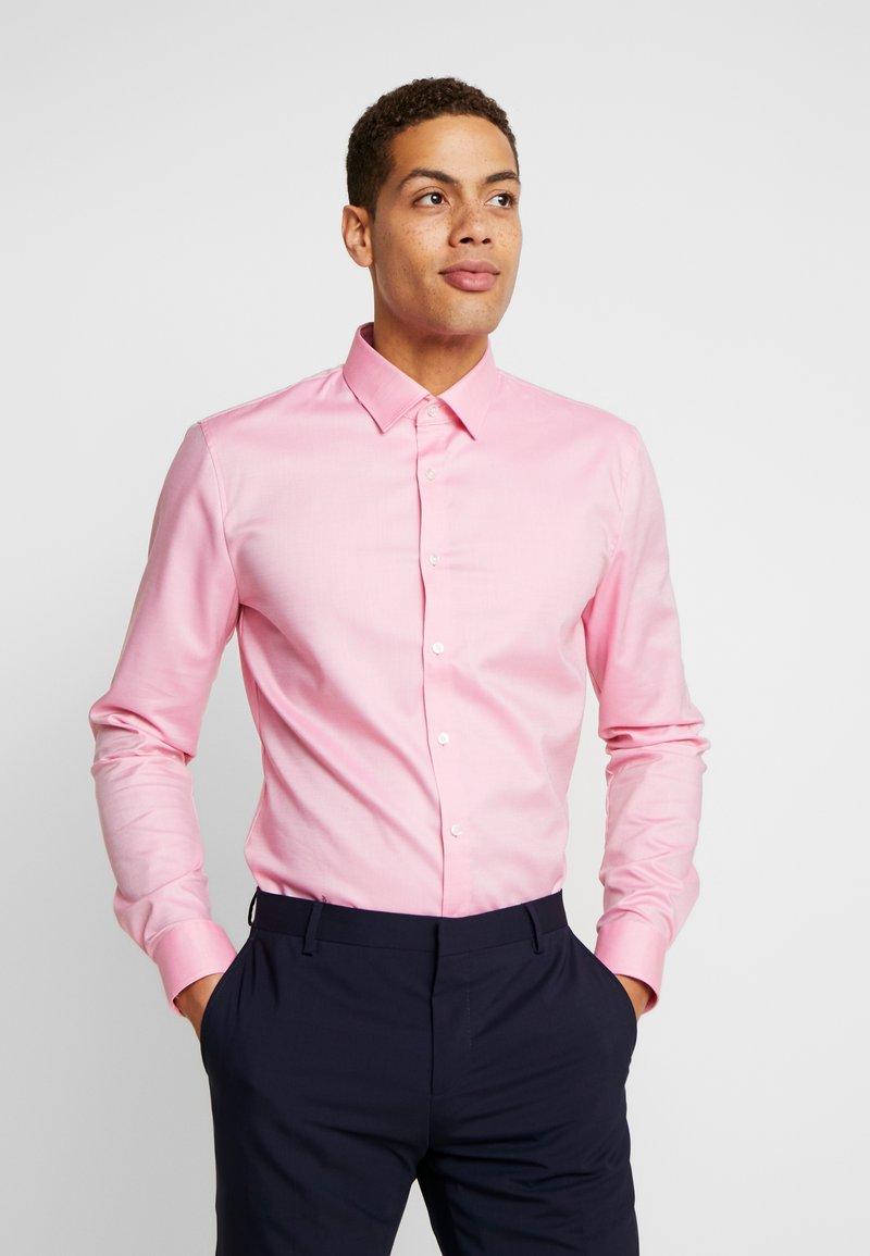 OLYMP - OLYMP NO.6 SUPER SLIM FIT  - Formální košile - rose