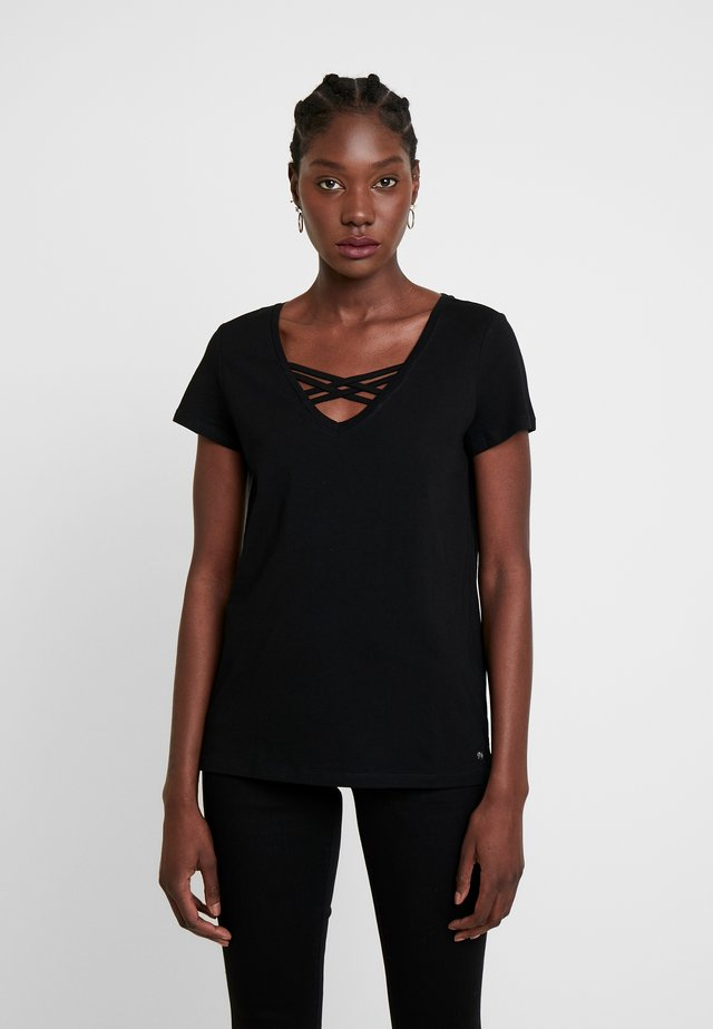 V NECK TEE WITH STRAPS - Basic T-shirt - deep black