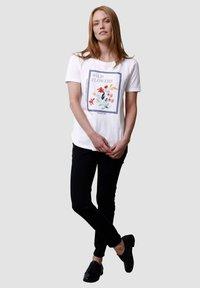 Laura Kent - Print T-shirt - off-white - 1