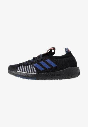 PULSEBOOST HD - Chaussures de running neutres - core black/blue vision metallic/dash grey