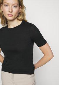 DRYKORN - FAMMY - Basic T-shirt - schwarz - 4