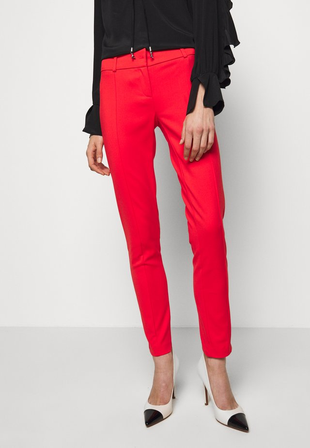 LOW FIT PANT - Tygbyxor - glam lips