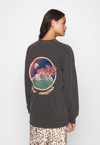 BDG Urban Outfitters - SKATE GRAPHIC TEE - Long sleeved top - washed black - 2