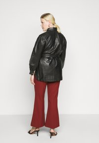 Selected Femme Curve - SLFLEA LONG JACKET - Faux leather jacket - black - 2