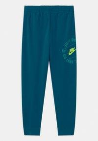 Nike Sportswear - UNISEX - Pantalones deportivos - green abyss - 0