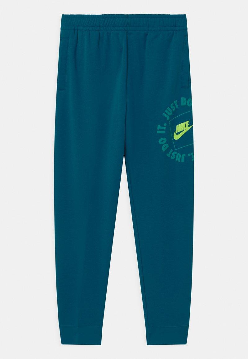 Nike Sportswear - UNISEX - Pantalones deportivos - green abyss