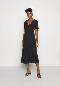 Glamorous - VNECK SHORT SLEEVE MIDI DRESS - Day dress - black - 0
