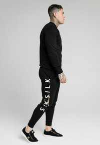 SIKSILK - SIGNATURE TRACK PANTS - Jogginghose - black - 4
