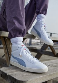 Puma - BASKET MID UNISEX - Sneakers alte - white/forever blue/team gold - 2